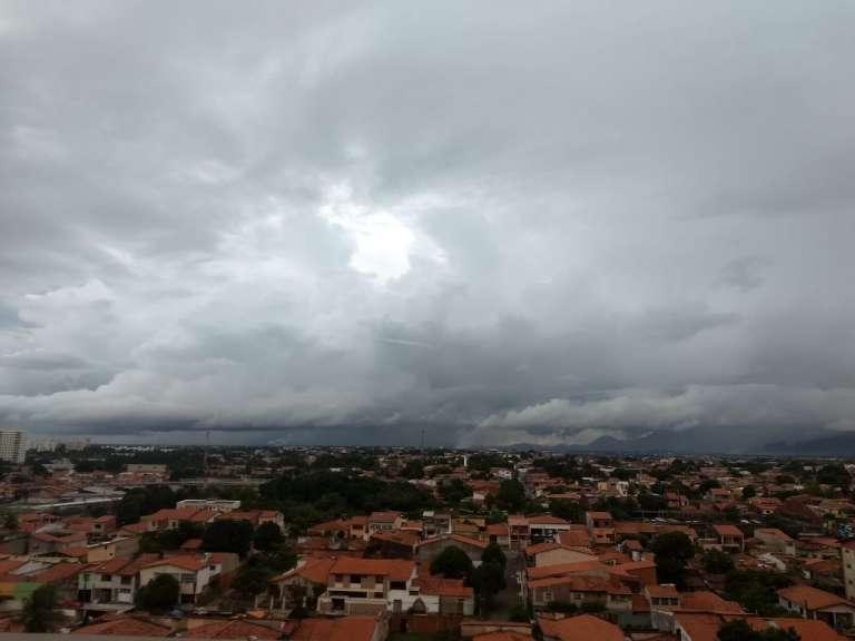 Abril começa com cenário favorável à continuidade das chuvas