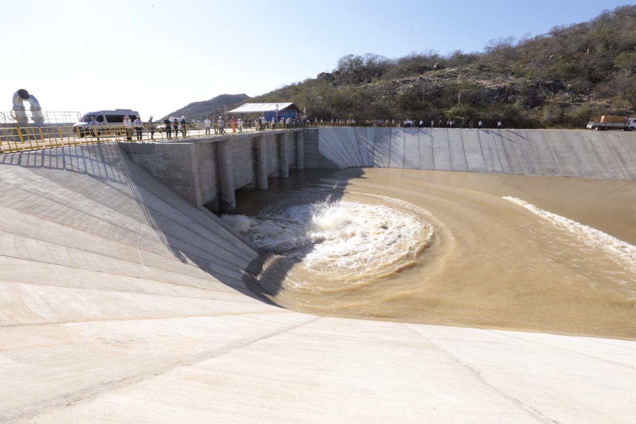 Bombeamento da transposição é retomado e águas devem chegar ao Ceará no 1° trimestre